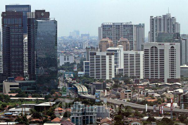 Ekonomi surut bisnis ruang kantor disewakan juga surut – Savills Indonesia konsultan properti sekaligus lembaga riset ternama, mencatat nilai penyerapan ruang kantor disewakan untuk kawasan CBD atau central business district membukukan nilai terendah dalam masa waktu 10 tahun terakhir pada Juni 2015.