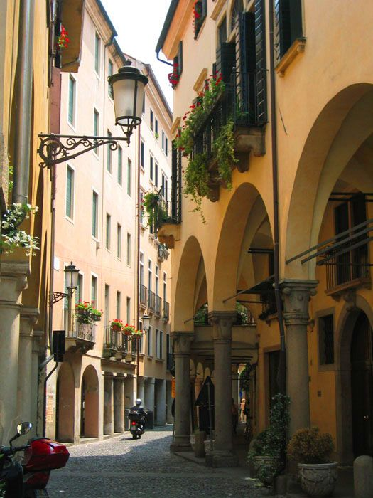 The city of #Padua is Italy's Cambridge.  You can't help but fall in love with it.