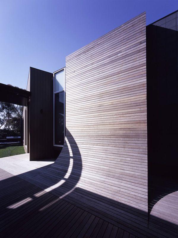 Timber Screen. Bird de la Coeur Architects