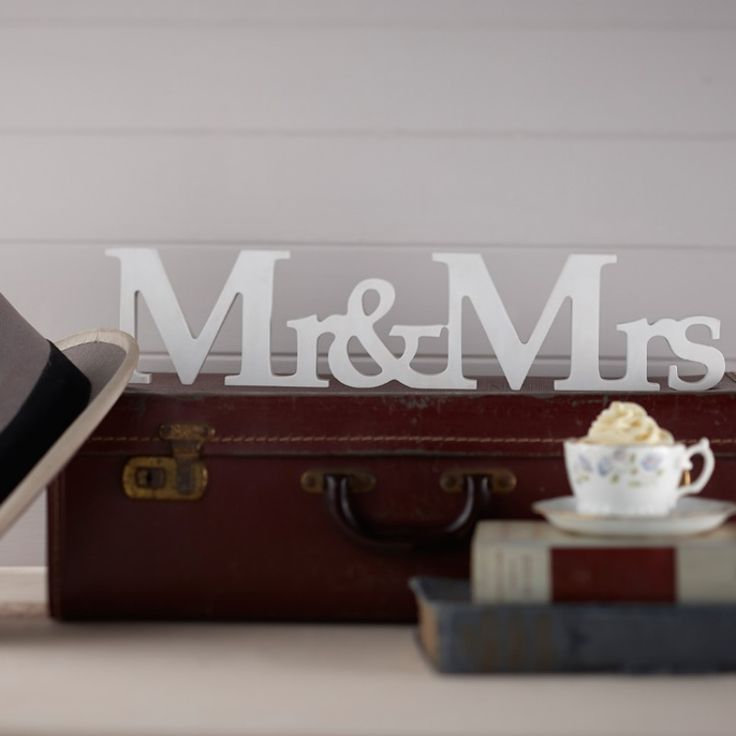 Vintage Affair Mr and Mrs Wooden Sign