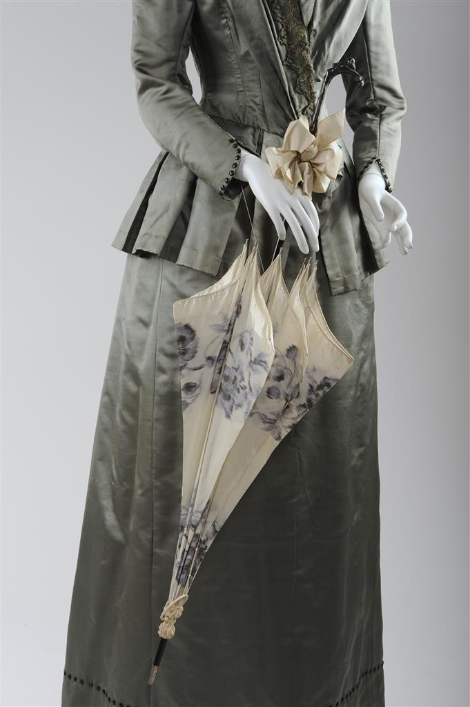 Sonnenschirm, um 1900, weiße Seide, Holz © Wien Museum