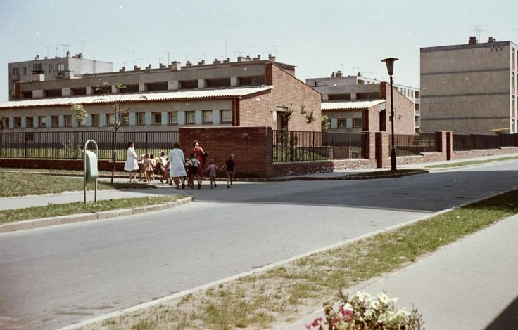 Barátság útja - Garibaldi utca kereszteződése, Mesevár óvoda.