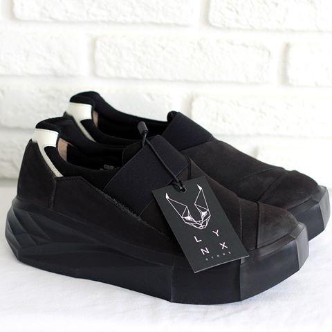 И снова архитектурный шедевр от HK Shaka, очень легкие кожаные ботинки, модель унисекс.➡️Доступны к заказу на сайте Lynxstore.ru  Размеры 38 39 40 41 42 43 44 45  Цена 17500 руб.  Для заказа пишите в WhatsApp 📩  #lynxstore#conceptstore