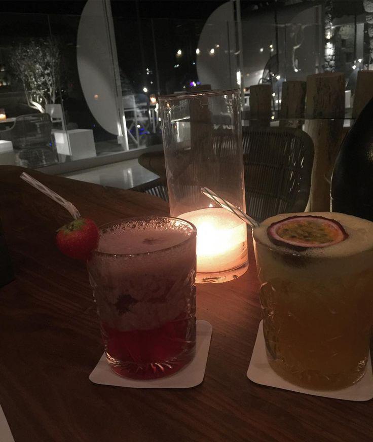 Cocktails Summer 🌺🌺🌺 #mykonoskensho #kenshohotel #moodofthenight #baptisteapplagnatatmykonos #mykonosisland #cocktailsnight #shake @baptiste_applagnat_paris 🍸💋