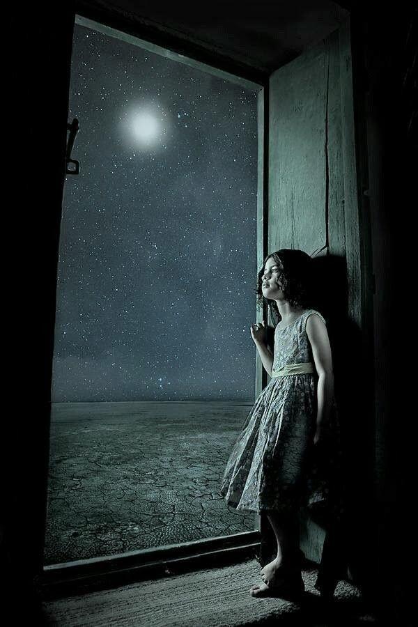كالقمر تماما سيظل جزء منا دائما مختفيا بعيدا ح ب نا ليس للاستهلاك العام إنه لنا ويعنينا نحن فقط لن يروا ما نرى لن يفهمو Moon Art Photo Beautiful Moon
