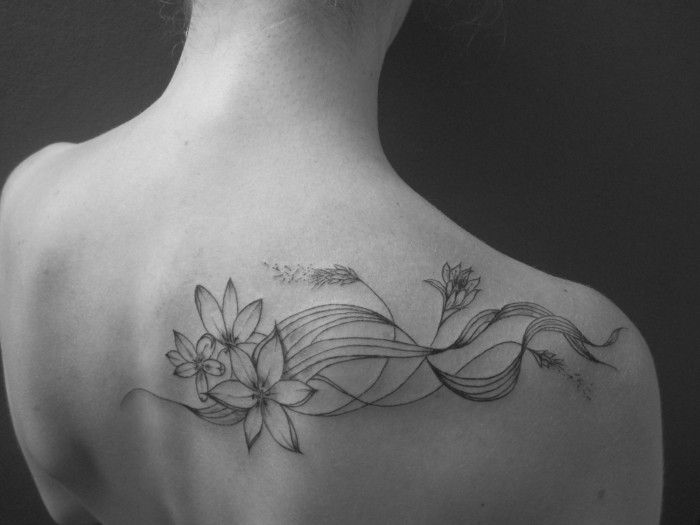 fleur asiatique tatouage tatouage fleurs epaule bras crisduqtattoo83 tatouage branche. Black Bedroom Furniture Sets. Home Design Ideas
