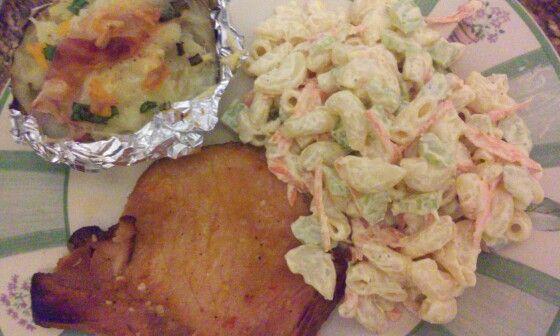 Chuleta de puerco al horno con ensalada de codito - Ensalada de apio y zanahoria ...