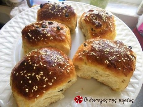 Golfo's raisin buns - Σταφιδόψωμα της Γκόλφως
