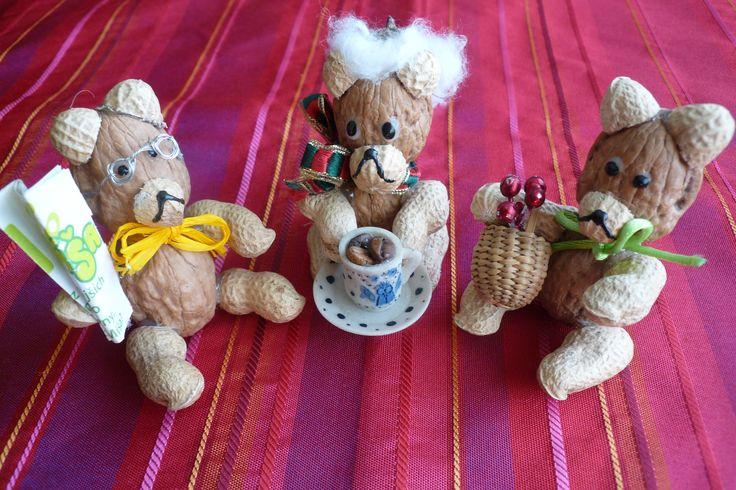 medvědi z ořechů