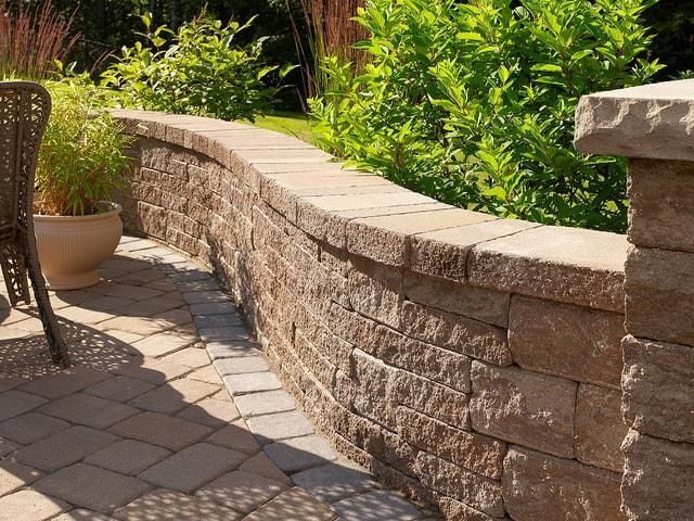 Outdoor Walls and Pillars. Legends Landscaping in Burlington, Canada.