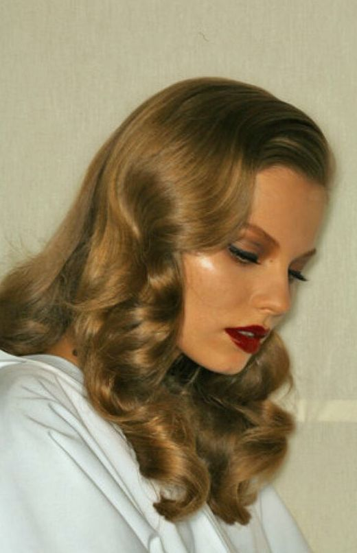 Pinterest: DEBORAHPRAHA ♥️ old hollywood glamour hair style and red lipstick