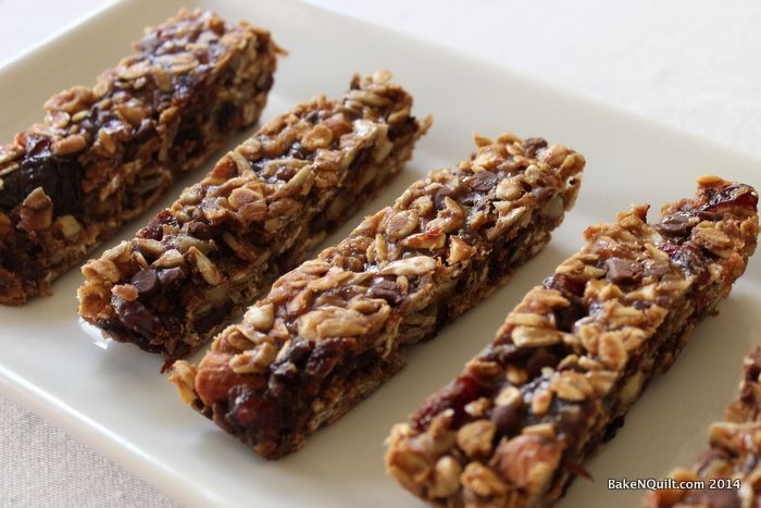 Finding ways to use up leftover sourdough starter can be a challenge. This sourdough granola bar recipe is a unique way to use discarded sourdough starter.