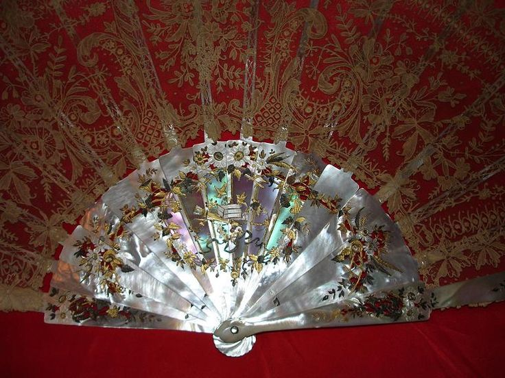 A fine 19th century Mother-of-Pearl and Brussels lace (Point de Gaz) fan.