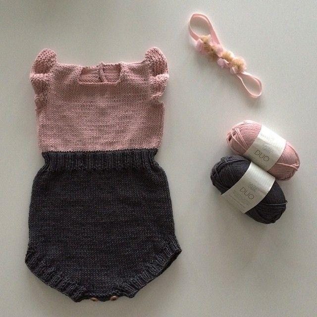 God pinse alle sammen! Endelig fått strikket på vinger og festet tråder på denne søtnosen Happy weekend! #solskinnsdrakt #paelas #sunnysuit #duo #sandnesgarn #jentestrikk #strikktiljente #mammastrikk #strikkedilla #iloveknitting #knitinspo123 #knitinspo #knittersofinstagram