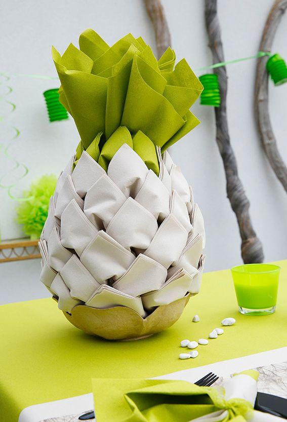 Zo'n indrukwekkende servettendecoratie kan je gerust een dag op voorhand maken. Zo hoef je niet te stressen op de feestdag! Vouwtechniek: De ananas. #servetvouwen #verjaardagsfeest #party #AVA #bbq