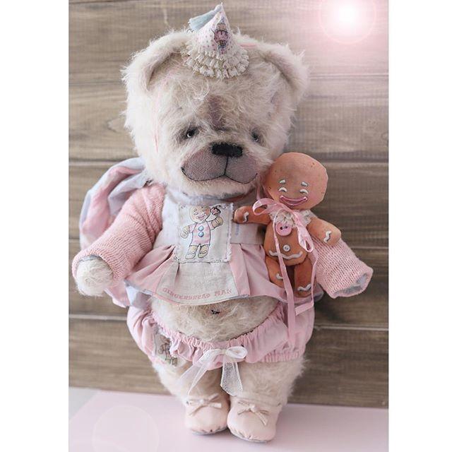 Джинджер, 43 см, 35000 руб+доставка. Для удочерения писать на электронку antonina.vahrushina@yandex.ru. Чудесного вечера!#тедди #teddy #teddybear #pink #gingerbreadman #мишкатедди #instamama #baby #teddyhouse