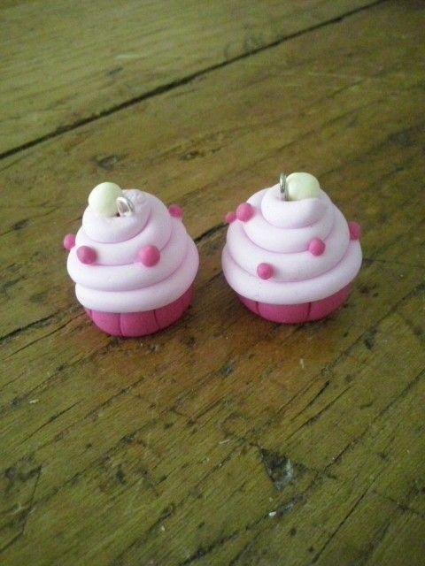 Dolcissimi charms in pasta fimo, da usare anche come pendenti per una collana..oppure da aggiungere ad un portachiavi #cupcakes #fimo #handmade #handcraft #necklace #sweet #minicakes