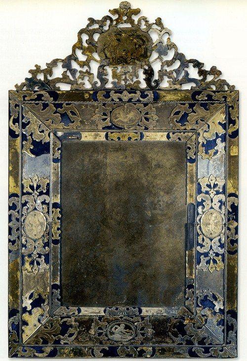 Miroir avec cadre de verre, Venise, fin du XVIIe, début du XVIIIe siècle. (Mirror with glass frame, Venice, 17th, early 18th century end.)