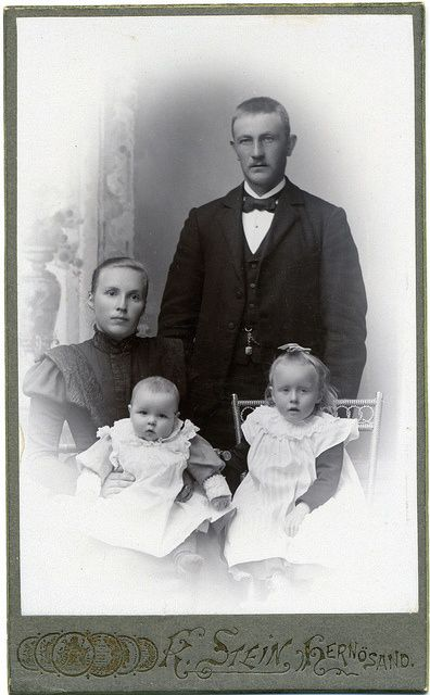 +~+~ Antique Photograph ~+~+  Young Couple with two children.  Sweden ca. 1900