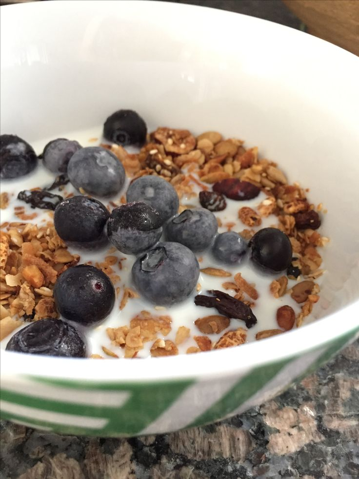Vegan Granola with Blueberries and almond milk