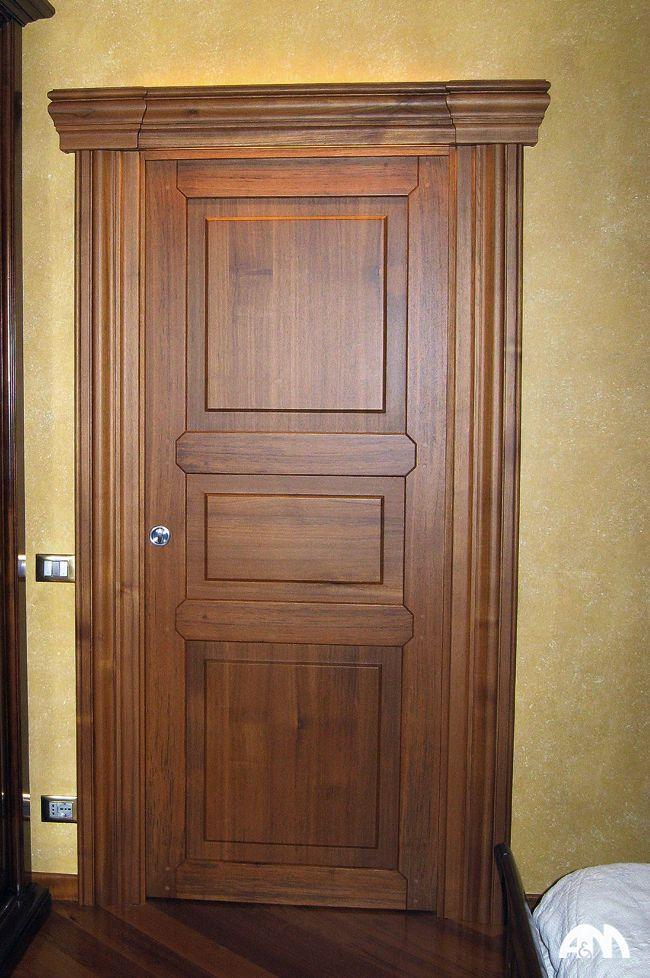 Porta in legno per una camera da letto di un appartamento a Roma. Realizzata interamente in falegnameria. www.arrediemobili.com