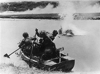 Using shovels to paddle their boat, a group of Romanian soldiers attempt to cross a river in the Caucasus under Russian artillery fire. Pin by Paolo Marzioli