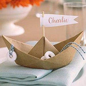 Barquitos de papel Ahora  que estamos en plena temporada de bodas de verano os traigo una idea decorativa muy sencilla pero que a mí me encanta, se trata de los barquitos de papel. Sigue leyendo en http://www.unabodaoriginal.es/blog/donde-como-y-cuando/decoracion/barquitos-de-papel