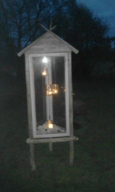 Lyhty vanhoista ikkunoista ja heinäseipäistä - Huge lantern made from haypoles and old windows.