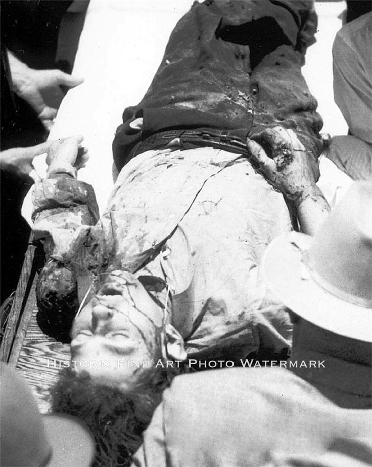 BONNIE AND CLYDE VINTAGE PHOTO DEAD CLYDE BARROW AFTER AMBUSH  #20761