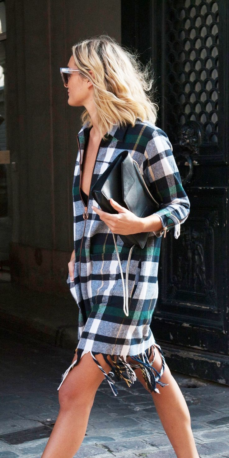 Gorgeous short plaid dress. Black, white and green. Long sleeves and fringes.