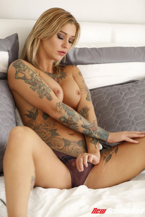 Amazing blonde emma mae is masturbating with desire 3