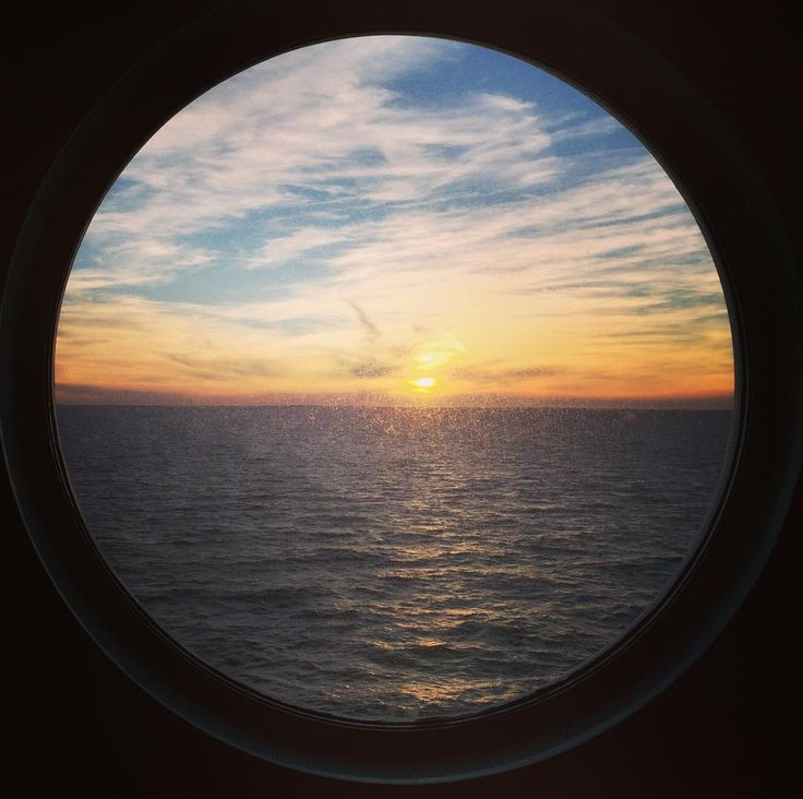 Fensterblick #Fähre #colorline #Ostsee #Meer #Dänemark #Schweden #Storebaeltbrücke #Norwegen #unterwegs #trolle #earthpic #awesomepic #awesome_foto #norwegenwirkommen #oslo #göteburgrechtsliegenlassen # #Sonnenuntergang #Magic