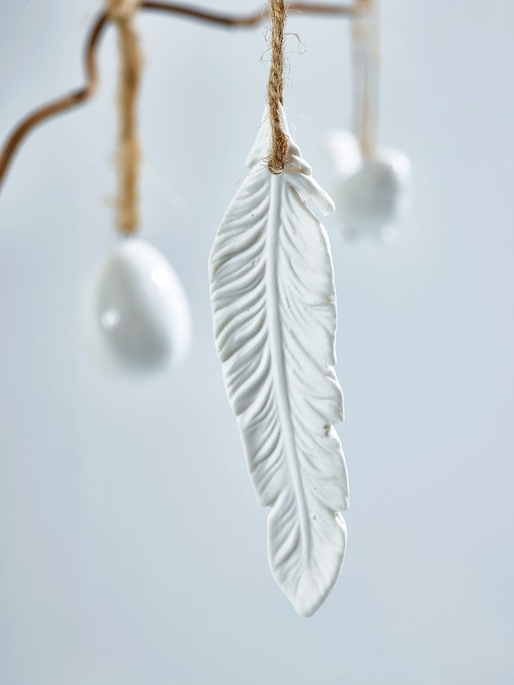 Would be lovely to try to make something like this by imprinting a feather in air-dry clay.