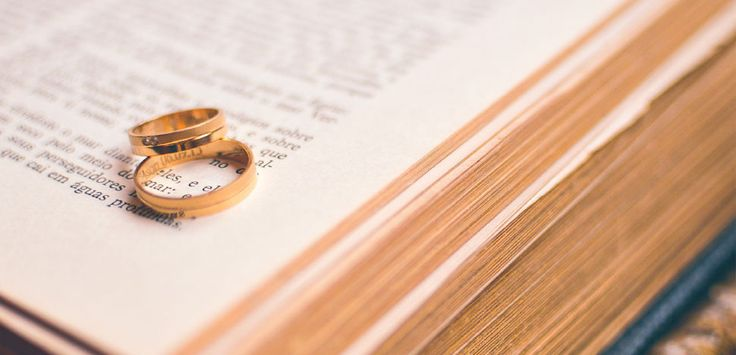 """Die """"Ehe für alle"""" wird alle Dämme brechen lassen  Denn langsam beginnt es der Öffentlichkeit zu dämmern, wohin die""""Ehe für alle"""" führt. Wie soll man jetzt einem Moslem erklären, daß er nicht zwei oder drei Frauen heiraten darf? Oder gar ein Kind? Was heute noch absurd erscheint, kann morgen Wirklichkeit sein, wenn wir nicht dagegen angehen.Die """"Ehe für alle"""" ist nur der Anfang. Sie bereitet das Bett für die totale Verkehrung der Institution Ehe.Machen wir diese Büchse der Pandora nicht…"""