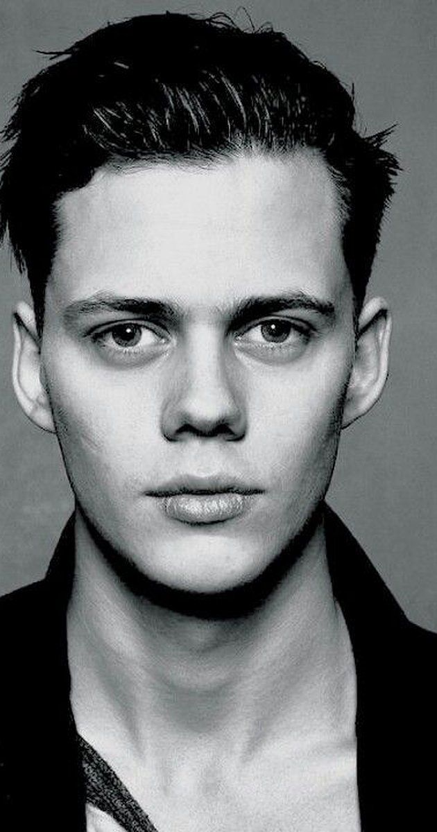 Bill Skarsgård, Actor: I rymden finns inga känslor. Bill Skarsgård was born on August 9, 1990 in Vällingby, Sweden as Bill Istvan Günther Skarsgård. He is an actor, known for Simple Simon (2010), Hemlock Grove (2013) and Simon & the Oaks (2011).