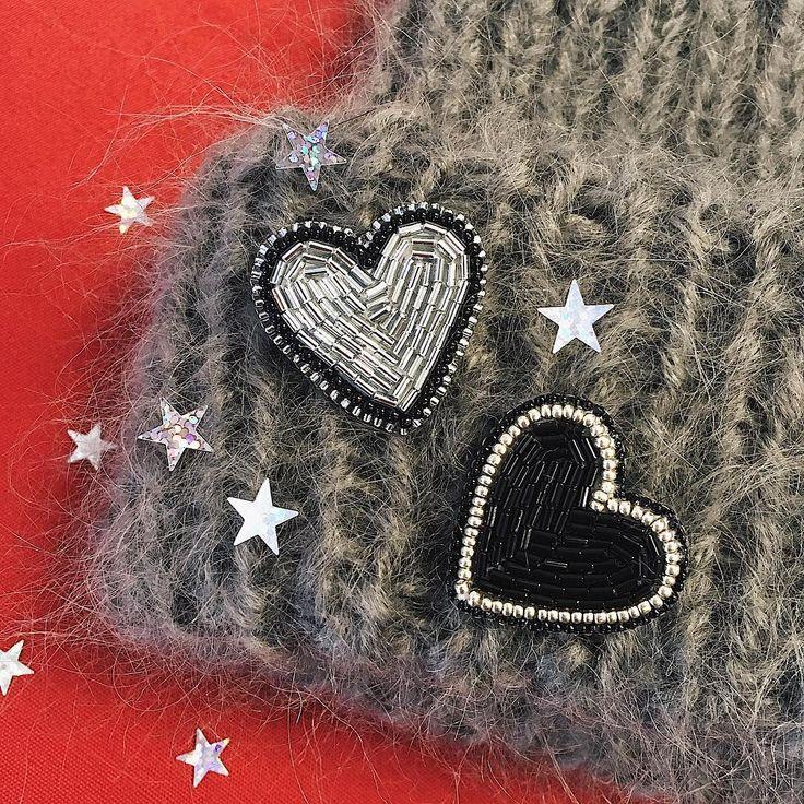 Самый оригинальны способ признаться в любви - это подарить своё сердце! Особенно приятно, когда это качественное украшение ручной работы и его всегда можно носить с собой на одежде✨ . Моя мастерская запускает праздничную АКЦИЮ - только до конца января ! Одно сердечко ❤️ = 350₽ Пара сердец= 600₽ Торопись, количество этих малюток ограничено ☝