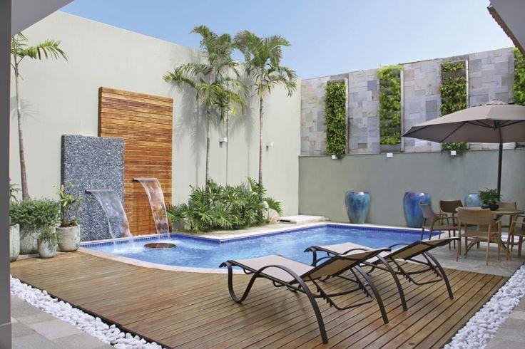 piscina com cascata parede madeira - Pesquisa Google