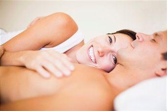cómo hacer feliz a un hombre en la cama