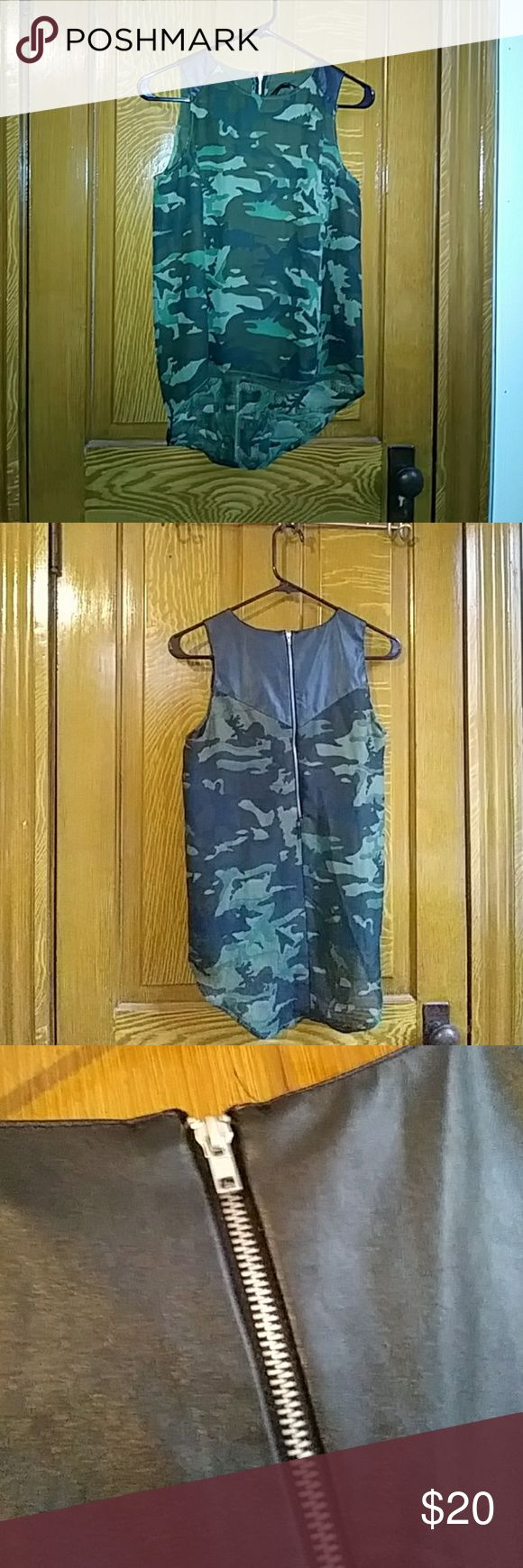 Ali & Kris camo tank top Perfect condition Leather on shoulders Zipper in back Float and comfortable Ali & Kris Tops Tank Tops