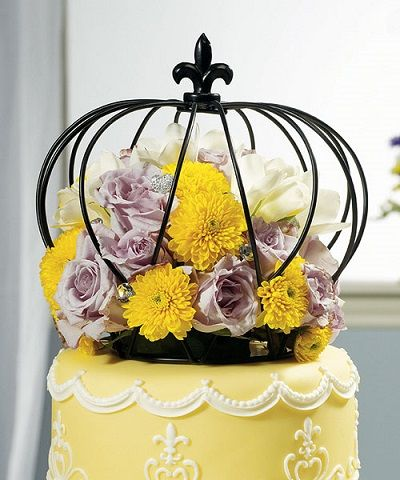 This regal wire crown cake topper will add sophistication and even a touch of royalty to any wedding cake.