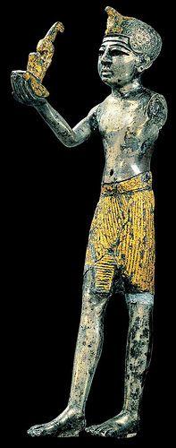 seated statue of hatshepsut essay