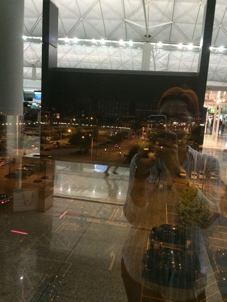 Гонконг. Аэропорт. Вид из окна ночью.