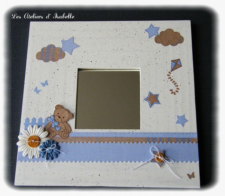Cadre miroir. Cadeau original et unique, personnalisable pour anniversaire ou naissance. Thème ourson, fleurs, papillons, nuages, étoiles et cerf volant. Coloris bleu ciel, blanc et lin.