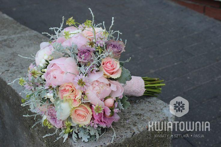 Bridal with peonias:) #peonia #kwiaty #flowers #weeding #bride #bukietslubny #pieknebukiety #art #kwiatysapiekne