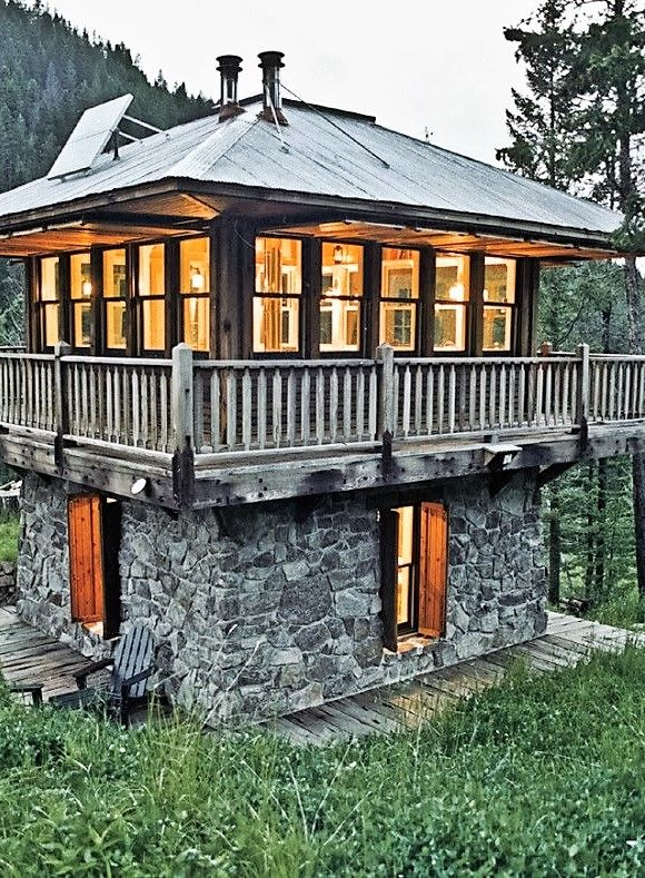 Luxurious Liliputians: 19 Tiny Homes for Micro-Mansion Living