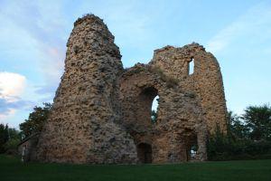 Castillo de Soria, poco queda ya de él. En su tiempo fue uno de los castillos mejor defendidos de España. Para evitar que los franceses se atrincheraran en él, el general Durán dio orden de dinamitarlo, por eso hoy sólo se conservan las ruinas de la Torre del Homenaje.