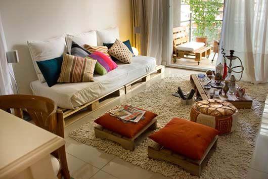 Na contramão das revistas de decoração que vendem propostas de casas perfeitas, decoradas lindamente por arquitetos e decoradores renomados, uma outra linh