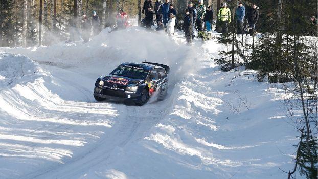 Num final emocionante, decidido na última especial, o francês Sébastien Ogier (Volkswagen Polo R WRC) venceu o Rally da Suécia, 2ª etapa do Campeonato Mundial de Rally – WRC, que teve a disputa encerrada neste domingo (15/02). O belga Thierry Neuville (Hyundai i20 WRC) ficou com a segunda colocação e o norueguês Andreas Mikkelsen (Volkswagen …
