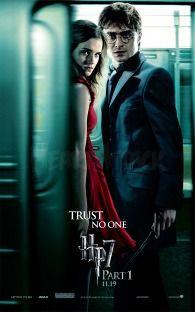 ハリー・ポッターと死の秘宝 PART1のハリーと赤いドレスのハーマイオニー・グレンジャー