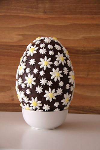 Huevo de Pascua de chocolate decorado con fondant, ¡muy fácil! by anacraftsbcn.